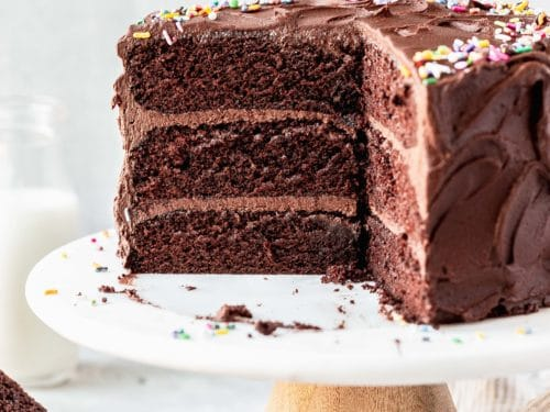How are the cakes without eggs made?