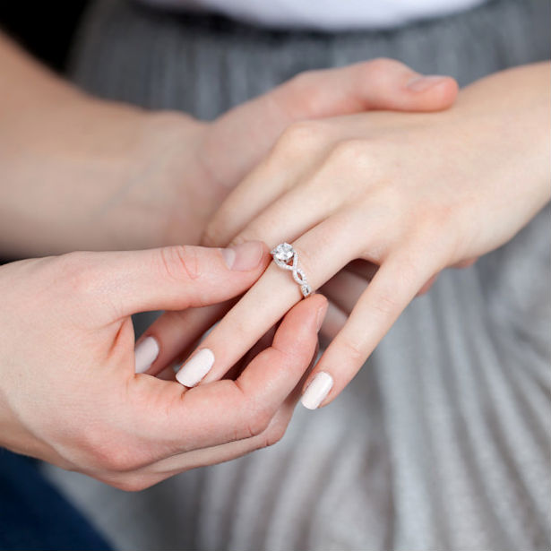 engagement Ring for Couples: 4 Different Ways to Buy Them